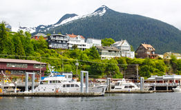 阿拉斯加Ketchikan小船、家和山 库存图片