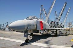 阿拉米达,美国- 2010年3月23日:F-4幽灵,航空母舰大黄蜂在阿拉米达, 2010年3月23日的美国 库存照片