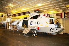 阿拉米达,美国- 2010年3月23日:SH-3 SeaKing,航空母舰大黄蜂在阿拉米达, 2010年3月23日的美国 免版税库存照片