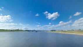 阿斯塔纳卡扎克斯坦 从游船的看法在河Ishim timelapse hyperlapse drivelapse在阿斯塔纳 影视素材