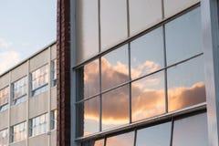2010年阿斯塔纳大厦办公室反映夏天视窗 免版税图库摄影
