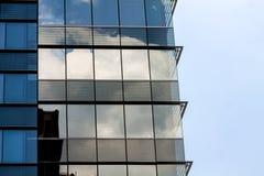2010年阿斯塔纳大厦办公室反映夏天视窗 图库摄影