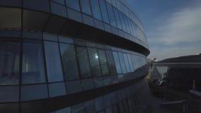 阿斯塔纳,哈萨克斯坦- 2018年9月19日:与玻璃窗的难以置信的大厦 股票录像
