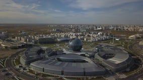 阿斯塔纳,哈萨克斯坦- 2018年9月19日:鸟瞰图 在国际陈列商展的疆土的飞行 股票录像