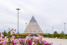 阿斯塔纳,哈萨克斯坦- 2016年9月3日:和平和Reco宫殿  库存照片
