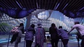 阿斯塔纳,哈萨克斯坦- 2017年6月10日:有未来派屏幕的瑞典商展亭子有未来能量概念的 影视素材