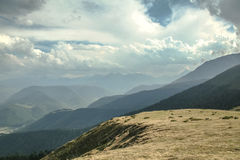 阿斯平通行证彻尔d阿斯平在夏天 这张通行证是其中一个比利牛斯山的偶象地标在法国 库存照片