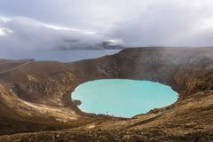 阿斯恰火山破火山口的Viti地热湖在冰岛 库存照片