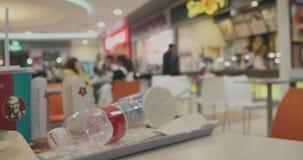 阿斯特拉罕俄罗斯,2月03日 2019年:食品店被弄脏的录影  食品店Defocused或被弄脏的timelapse与肯德基商标的 股票视频