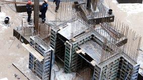 阿斯特拉罕,俄罗斯, 23 2月 2017年:工作在大量型的基础在新发展计划站点在阿斯特拉罕,俄罗斯 股票视频