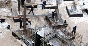阿斯特拉罕,俄罗斯, 23 2月 2017年:工作者在新发展计划站点做大量型的基础在阿斯特拉罕,俄罗斯 影视素材