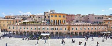 阿斯科利皮切诺(马尔什,意大利) -大广场, Piazza del Popolo 免版税库存照片