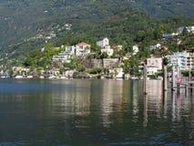 阿斯科纳旅行城市在瑞士有秀丽马焦雷湖风景看法  免版税库存图片