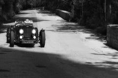 阿斯顿・马丁一辆老赛车的阿尔斯特1934年在集会Mille Miglia 2017 5月19日的著名意大利历史种族1927-1957 免版税图库摄影