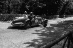 阿斯顿・马丁一辆老赛车的阿尔斯特1935年在集会Mille Miglia 2017 5月19日的著名意大利历史种族1927-1957 免版税库存照片