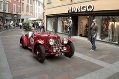 阿斯顿・马丁2公升在Mille Miglia的速度模型2015年 免版税图库摄影