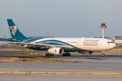阿曼空气的空中客车A330-300 免版税库存照片