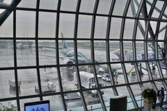 阿曼空气航空器等待的离开 素万那普机场离开大厅,国际终端 曼谷 泰国 免版税库存照片