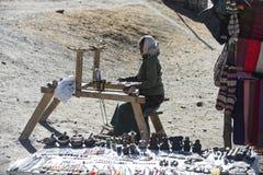阿曼织布工在尼泊尔, Manang野马喜马拉雅山城市, 12月201 免版税库存图片