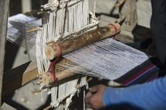 阿曼织布工在尼泊尔Manang野马,喜马拉雅山12月201城市 库存图片