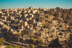 阿曼,约旦的历史的中心 都市的横向 住宅区 阿拉伯结构 东方城市 汽车城市概念都伯林映射小的旅行 免版税库存照片