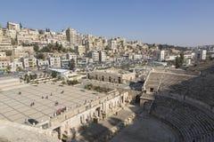 阿曼,约旦, 2015年12月22日,古老罗马圆形露天剧场 库存照片