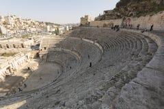 阿曼,约旦, 2015年12月22日,古老罗马圆形露天剧场 库存图片