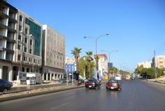 阿曼,约旦- 2008年11月6日:汽车通行。 免版税库存图片