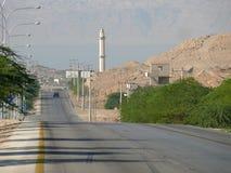 阿曼,约旦- 2008年11月6日:汽车通行。 库存照片