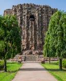 阿来Minar, Qutb复合体,德里,印度未完成的砖尖塔  免版税库存图片