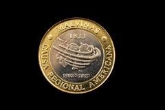 阿根廷两在黑背景隔绝的比索硬币 免版税库存照片