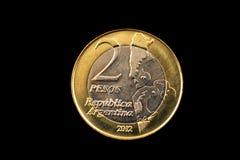 阿根廷两在黑背景隔绝的比索硬币 图库摄影