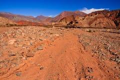 阿根廷沙漠横向红色岩石 免版税库存图片