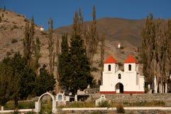 阿根廷美丽的教会山 免版税库存图片