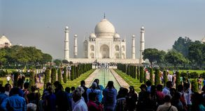 阿格拉, Indiia, 2017年10月15日-泰姬陵陵墓在阿格拉,北方邦状态,北印度,联合国科教文组织世界遗产名录站点 免版税库存图片