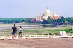 阿格拉mahal taj 从阿格拉堡的看法 免版税库存图片