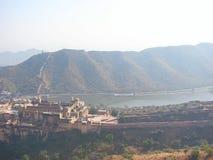 阿梅尔宫殿& Maotha湖看法从Jaigarh堡垒,斋浦尔,拉贾斯坦,印度 库存图片