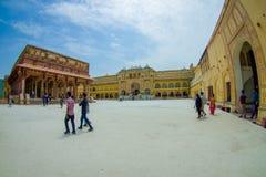 阿梅尔,印度- 2017年9月19日:参观美丽的老宫殿,琥珀色的堡垒的未认出的人民,位于阿梅尔 免版税库存照片