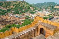 阿梅尔,印度- 2017年9月19日:老结构的美丽的景色在宫殿里面的琥珀色的堡垒的,位于  免版税库存图片