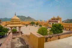 阿梅尔,印度- 2017年9月19日:老结构的美丽的景色在宫殿里面的琥珀色的堡垒的,位于  图库摄影