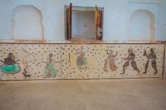 阿梅尔,印度- 2017年9月19日:详细在美丽的琥珀色的堡垒里面的墙壁画在斋浦尔,拉贾斯坦附近 免版税图库摄影