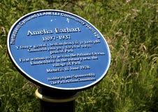 阿梅莉亚・埃尔哈特标志匾,千年沿海道路, Pwll,多刺的口岸, Llanelli,南威尔士 免版税库存照片