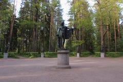 阿波罗和冥想 十二条轨道在Pavlovsk公园 图库摄影