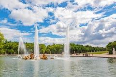 阿波罗喷泉在Versaille一个beautful和著名庭院里  免版税库存照片