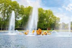阿波罗喷泉在Versaille一个beautful和著名庭院里  免版税库存图片