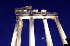阿波罗寺庙在晚上 免版税库存照片