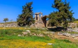 阿波罗寺庙废墟在古老科林斯湾 库存图片