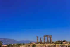 阿波罗寺庙废墟在古老科林斯湾 免版税图库摄影