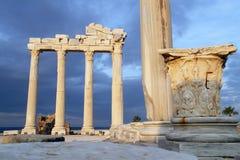 阿波罗寺庙废墟在边的 库存照片