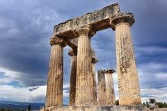 阿波罗教堂在古老科林斯湾希腊 免版税库存照片